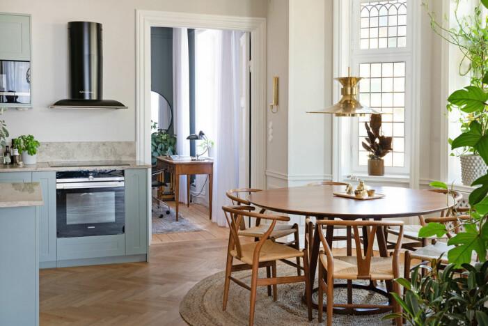 Jahrhundertwendewohnung mit herrlichem Eckbalkon zu verkaufen Küche mit Essbereich