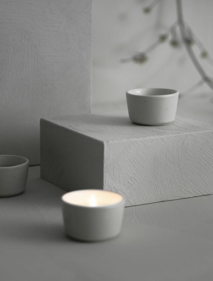 Jetzt erscheint die neue Kollaboration zwischen Ikea und Ilse Crawford mit Duftkerzen und Kerzenhaltern