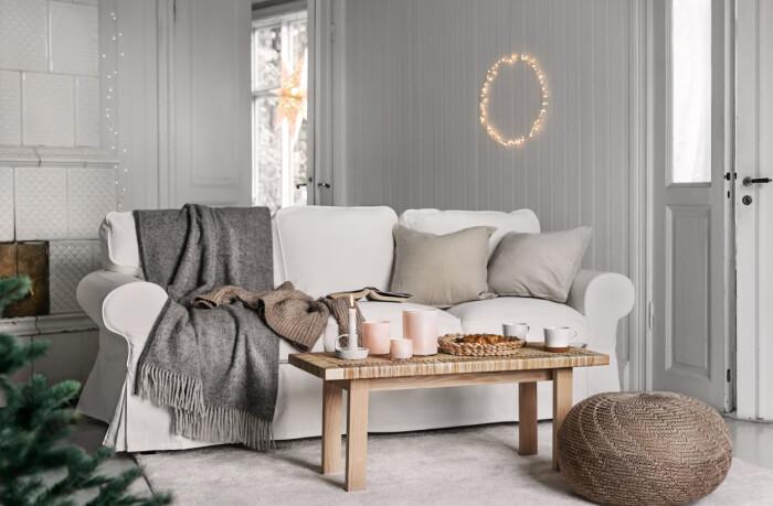 Soffan Ektorp och soffbordet Stockholm från Ikea