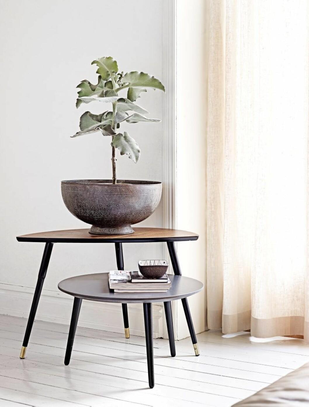 Bordet Lövbacken, längst bak, var Ikeas första flatpack-produkt och  revolutionerade möbelhandeln när det kom för mer än 60 år sedan.