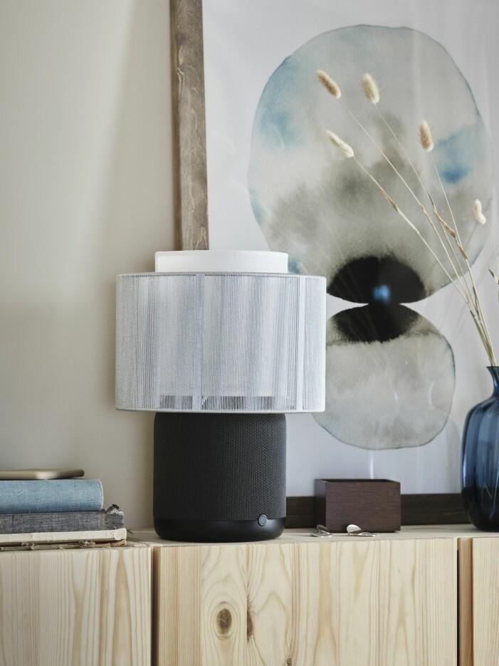Ikea släpper ny högtalarlampa med Sonos, svart lampa