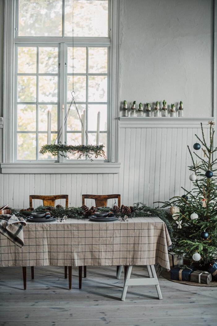 Så inreder du med julbelysning, i fönstret