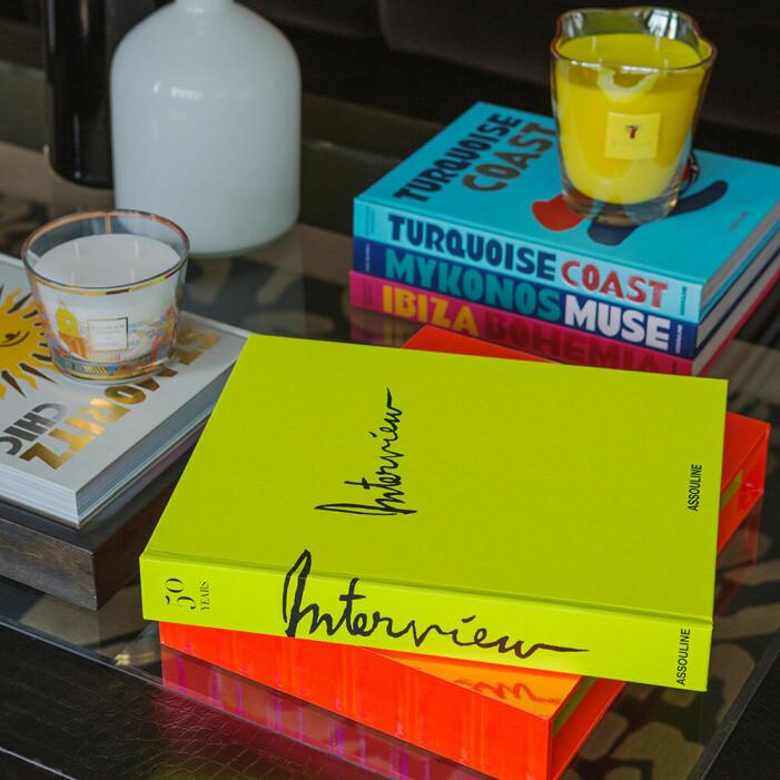 Inred med neon hemma, coffee table-bok från Assouline