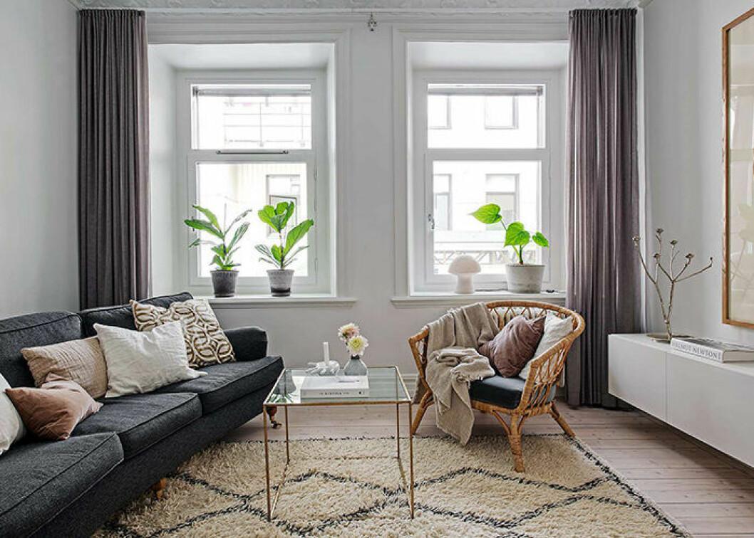 Statementfåtölj i rotting – snyggt i det skandinaviska vardagsrummet