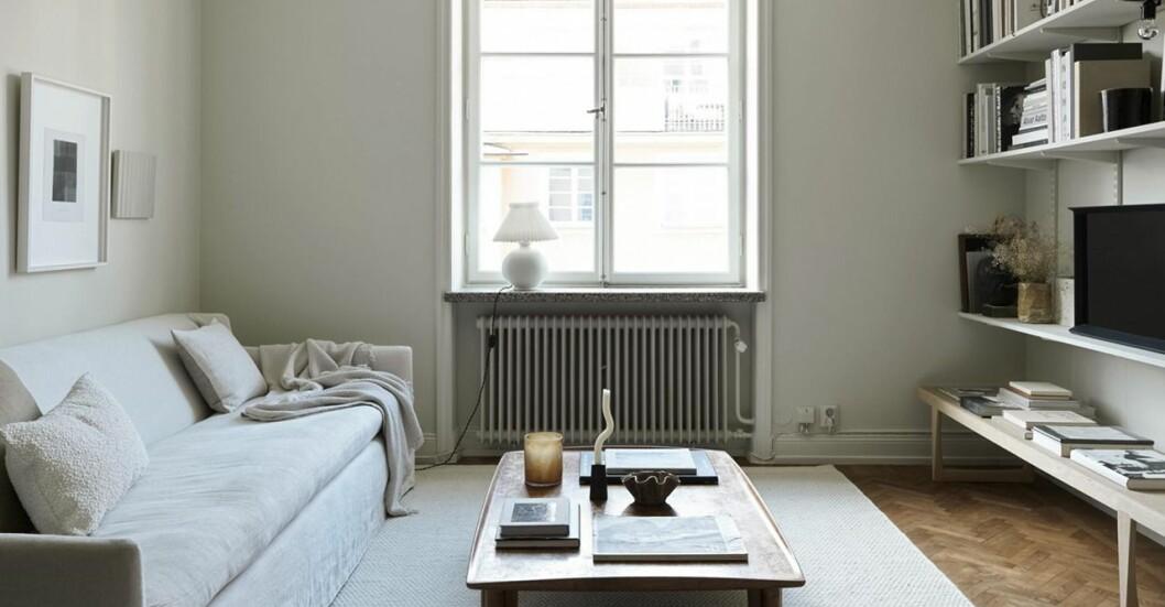 Vardagsrummet i inredaren Josefin Håågs lägenhet i Vasastan.