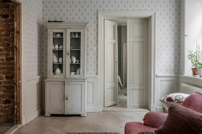 allmoge inredning i lägenhet med anor från 1600-talet