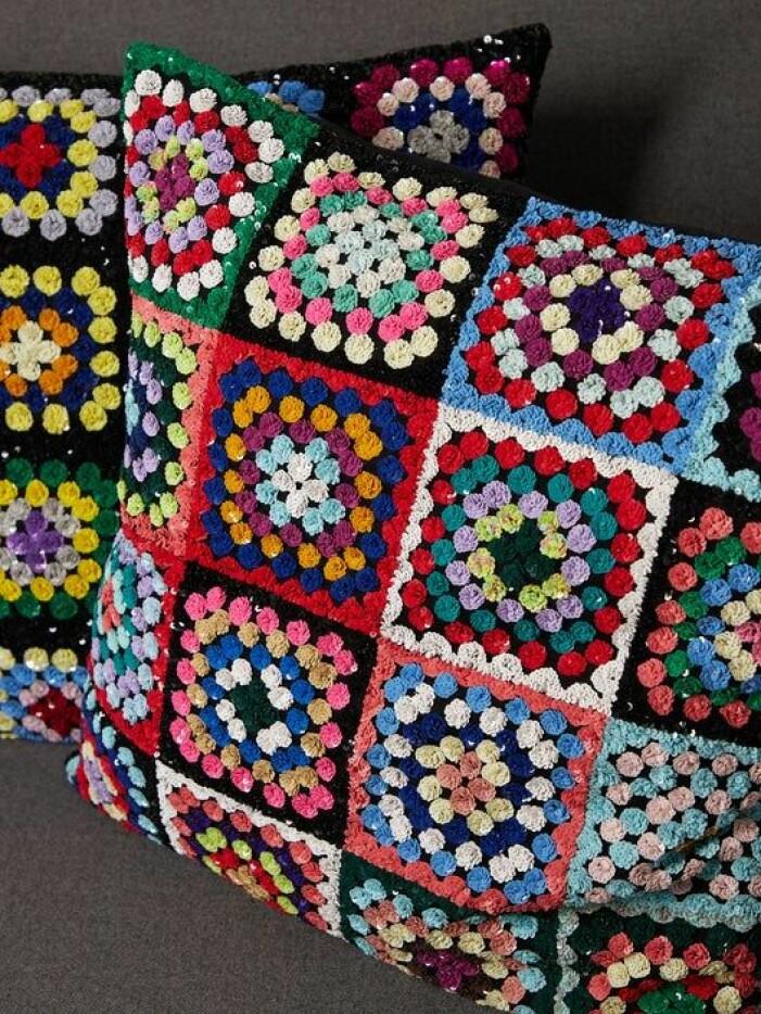 Inredningstrender hösten 2021, virkade kuddar och textilier