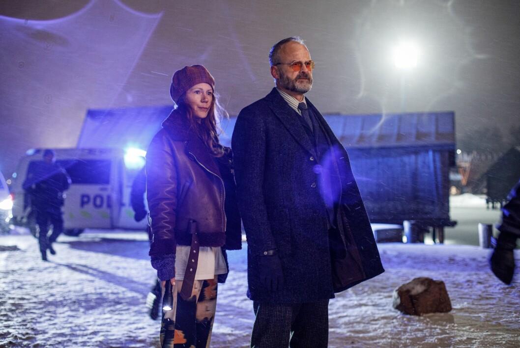 Johan Rheborg als Sven Hjerson und Hanna Alström als Klara Sandberg.