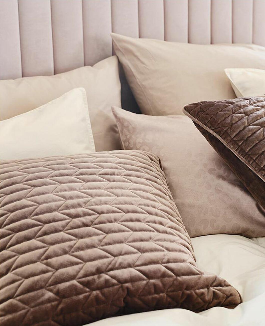 Beige, brunt och sand i textilierna hos Jotex hösten 2019