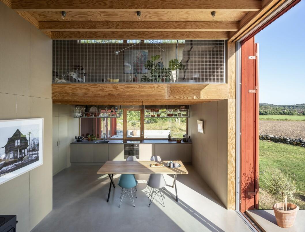 Öppna ytor invändigt. Huset är byggt vertikalt.