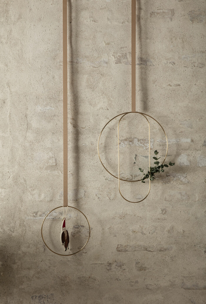 minimalistisk krans i guld
