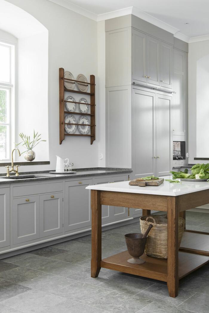kök med tallrikshylla