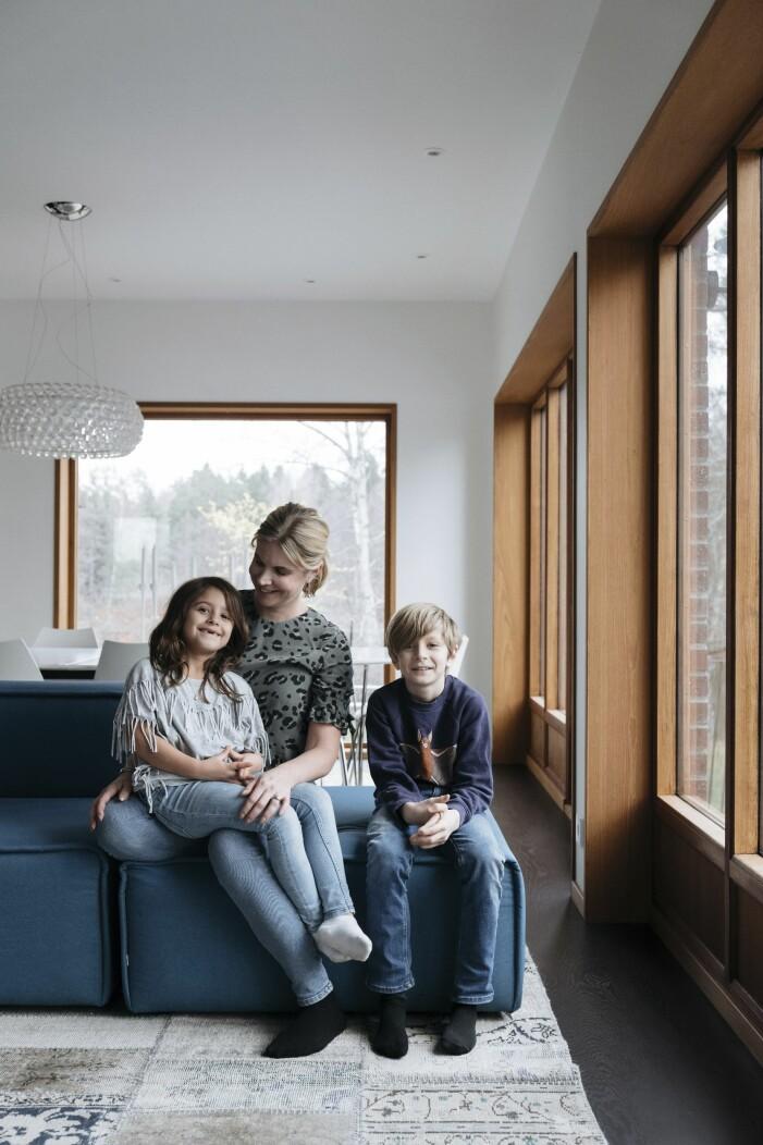 Anna Constantinou med barnen Stella och Dante