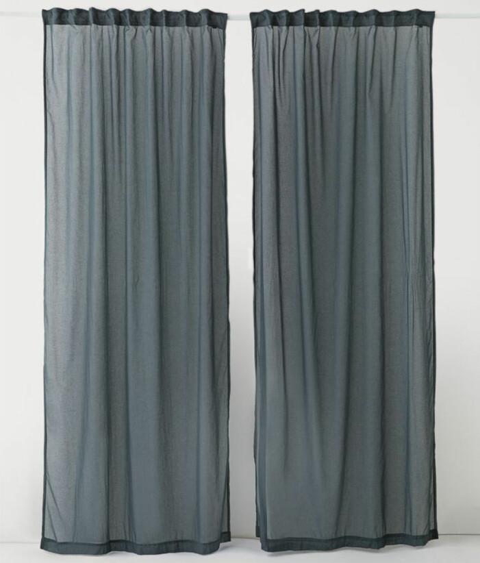 långa tunna gardiner
