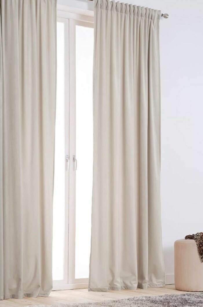 långa gardiner sammet