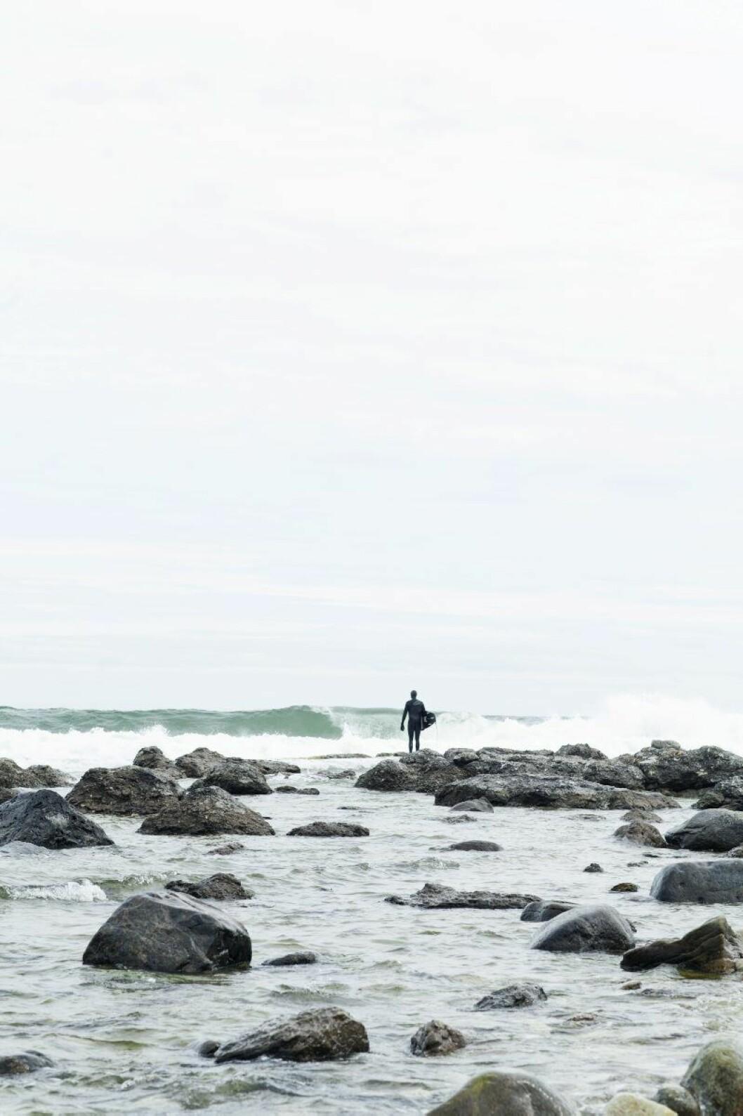 Ligger vindarna rätt smiter grundarna Joel Phersson och Erik Gardell till Bungenäs för lite surf.