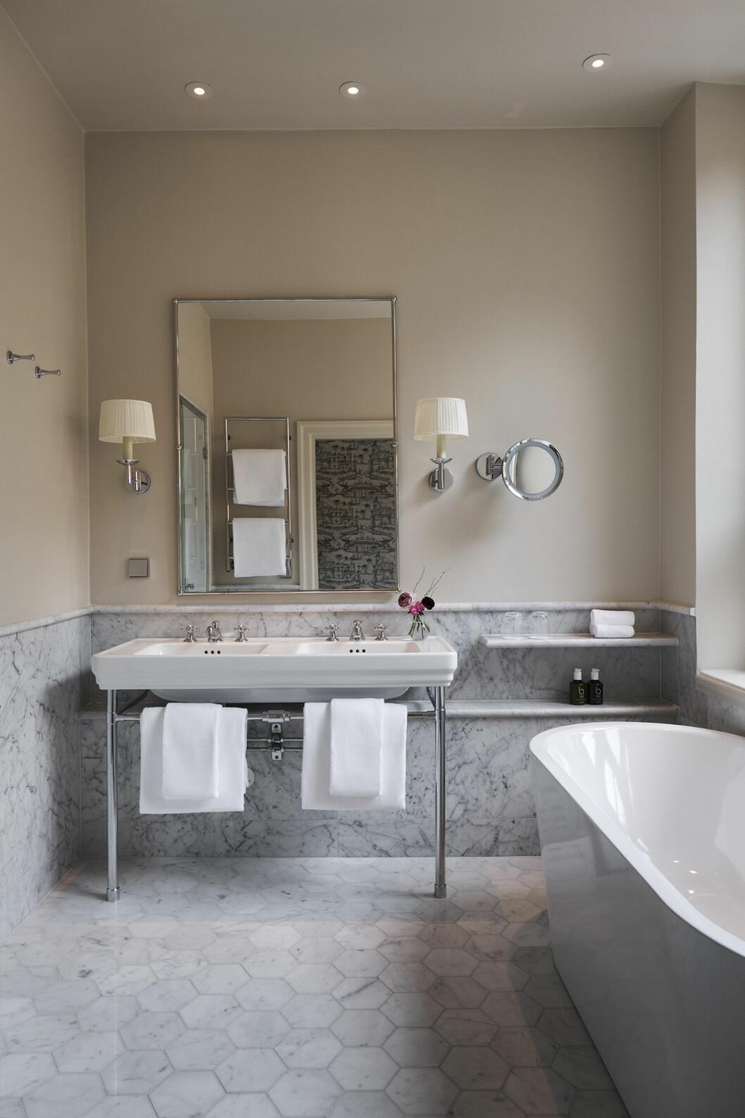 Hotellrummen på Villa Dagmar erbjuder elegans och generösa badrum