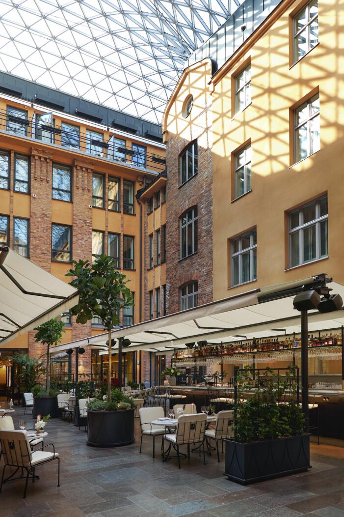 Villa Dagmars fantastiska innergård under det arkitektritade glastaket