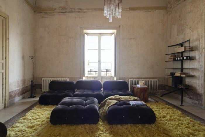 Vardagsrummet i Palazzo Cirrillo har liksom alla de fem rummen i fil utsikt mot havet.