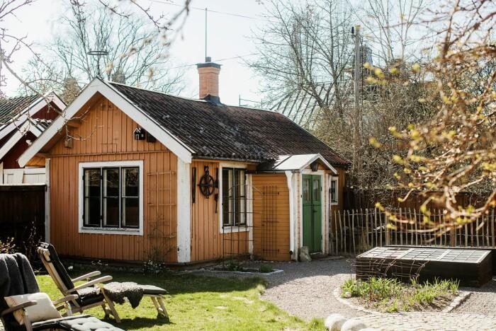 Åsa Larsson säljer sitt hus i Mariefred trädgården