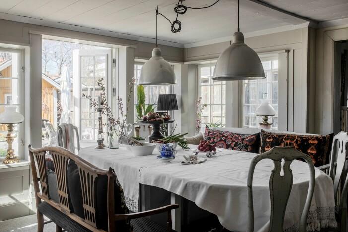 Åsa Larsson säljer sitt hus i Mariefred matbord