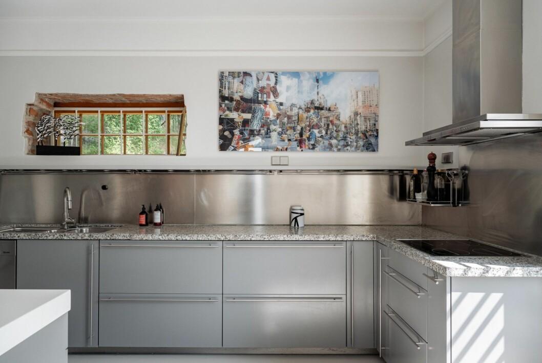 Rymligt kök med öppen planlösning.