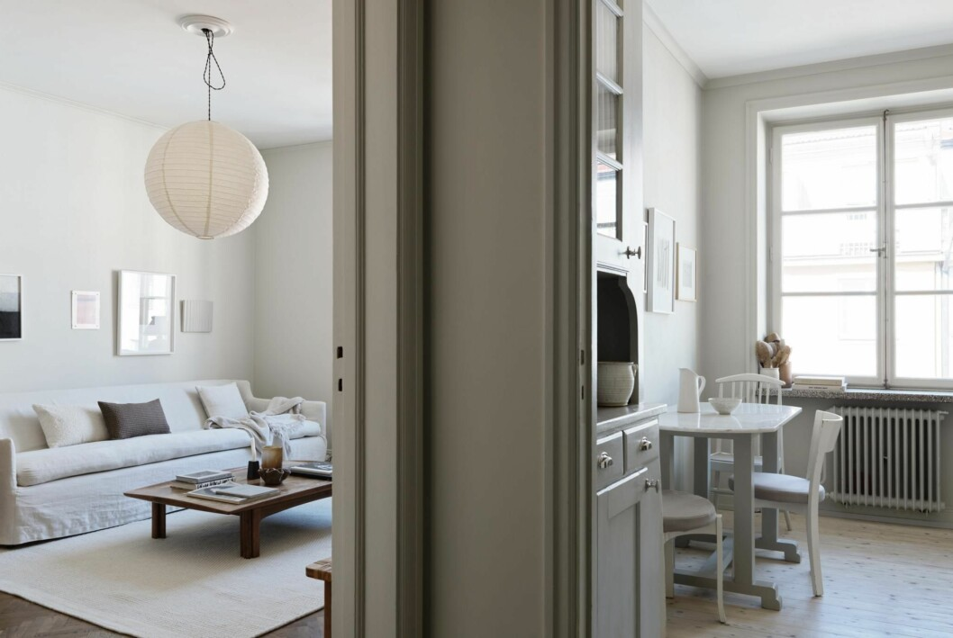 Köket och vardagsrummet i Josefin Håågs rymliga etta.