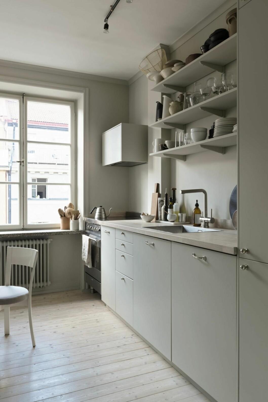 Köket i Josefin Håågs rymliga etta.