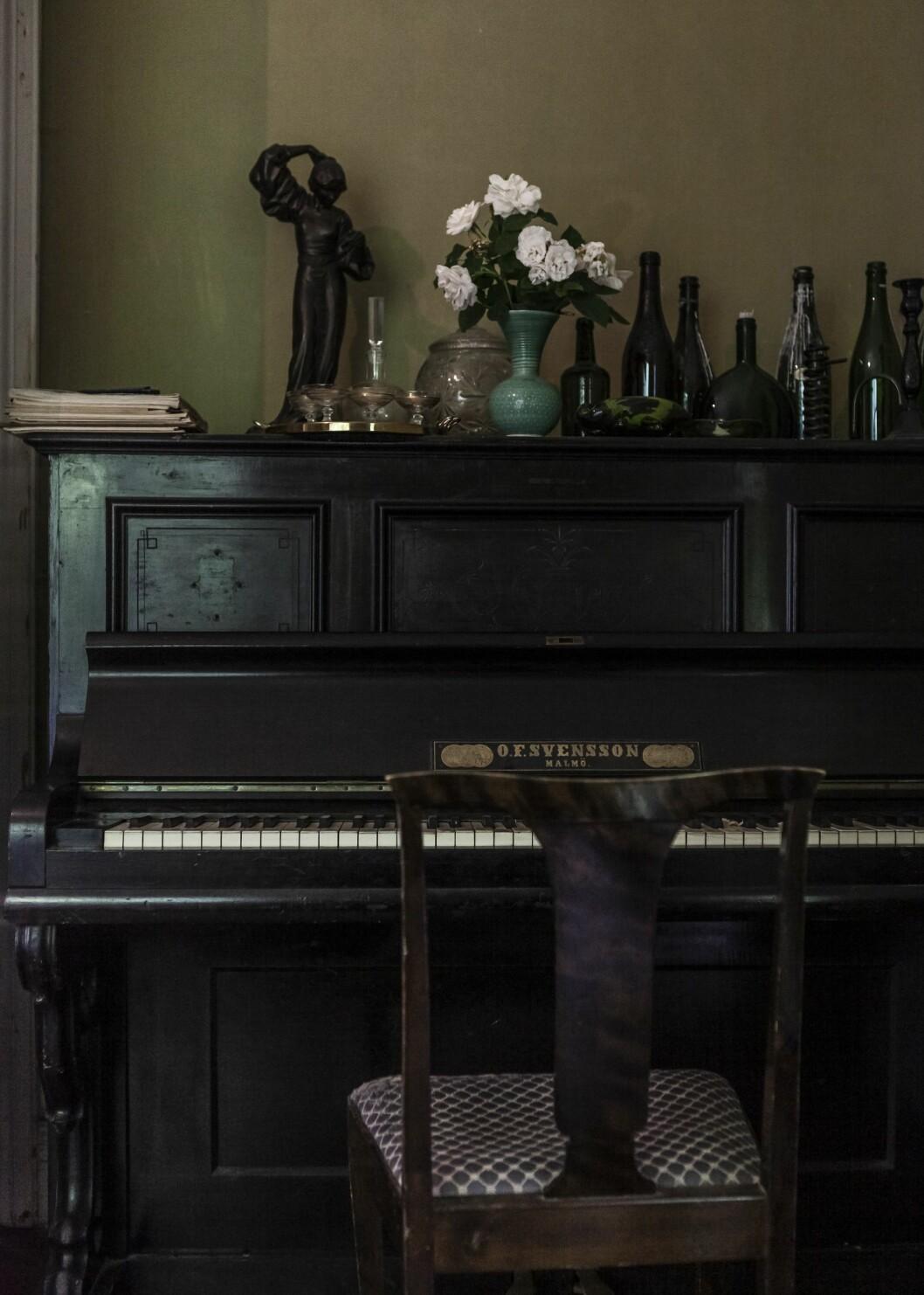 Piano inhandlat på loppis.