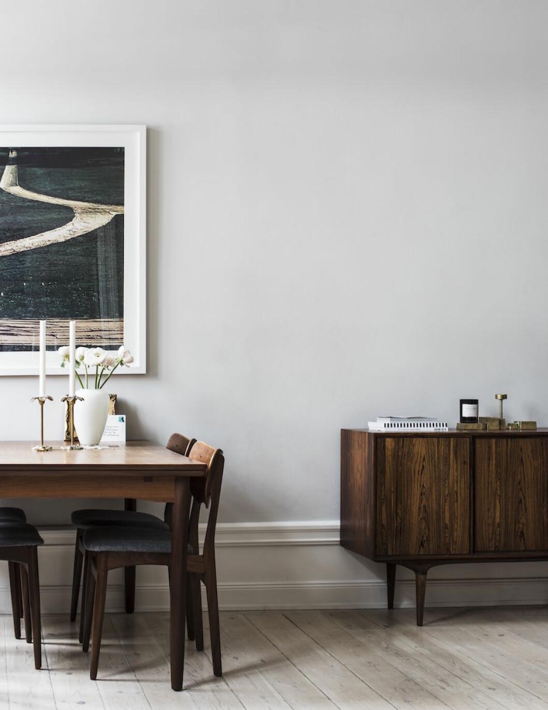 Bild på vardagsrummet hemma hos Frida Gustavsson och Marcel Engdahl.