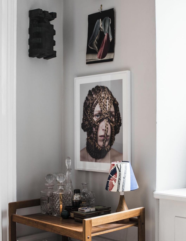 Fotografi av Linnea Sjöberg hemma hos Frida Gustavsson och Marcel Engdahl.