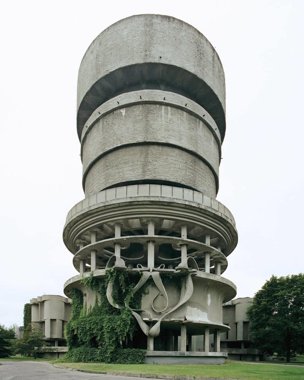 modern-forms-photo-essay-nicolas-grospierre_dezeen_936_10