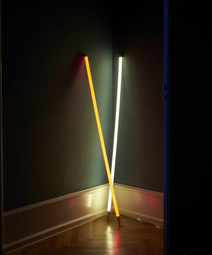 neon led-rör i hallen från hay