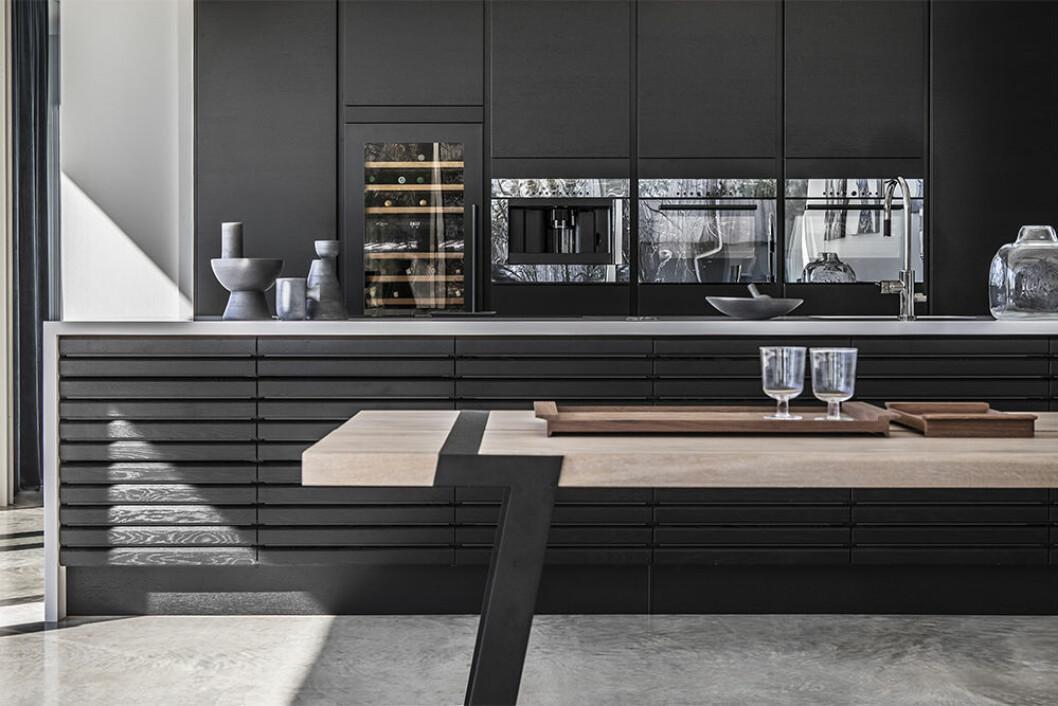HTH:s kök Nordic Spirit i svart med eklameller