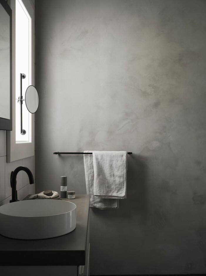 Produkter från Hada i badrummet hemma hos Pella Hedeby