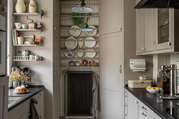 platsbyggt kök i äldre stil