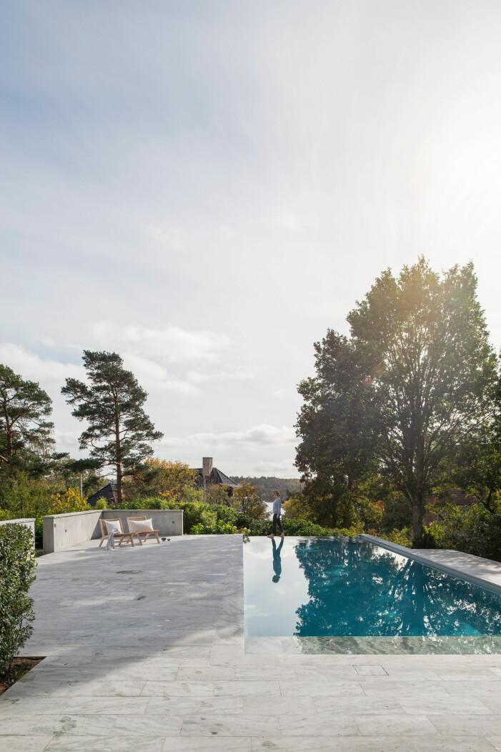 Vacker pool med fantastisk stenläggning kring poolen. Foto: Andy Liffner