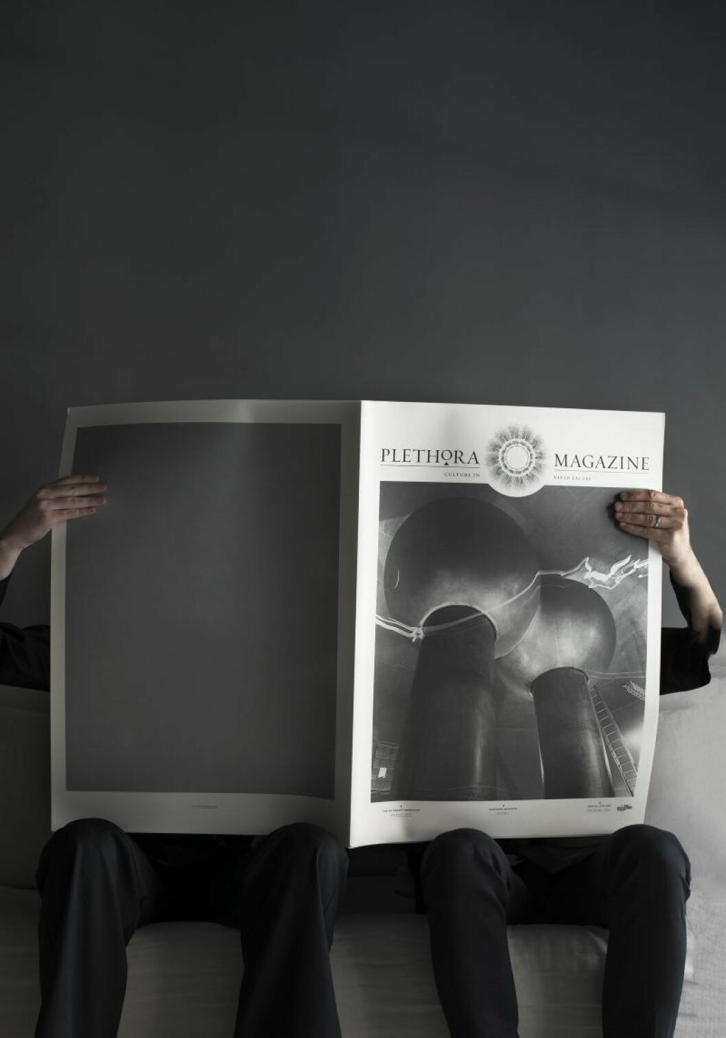 Ejub och Robin gömmer sig bakom det danska lyx- magasinet Plethora, som handtrycks en gång om året av munkar. Ska säljas i Robins och Ejubs nya butik Perspective.
