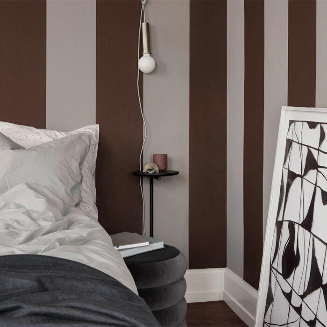 Pujo sängbord från Ferm Living är en minimalistisk detalj i sovrummet