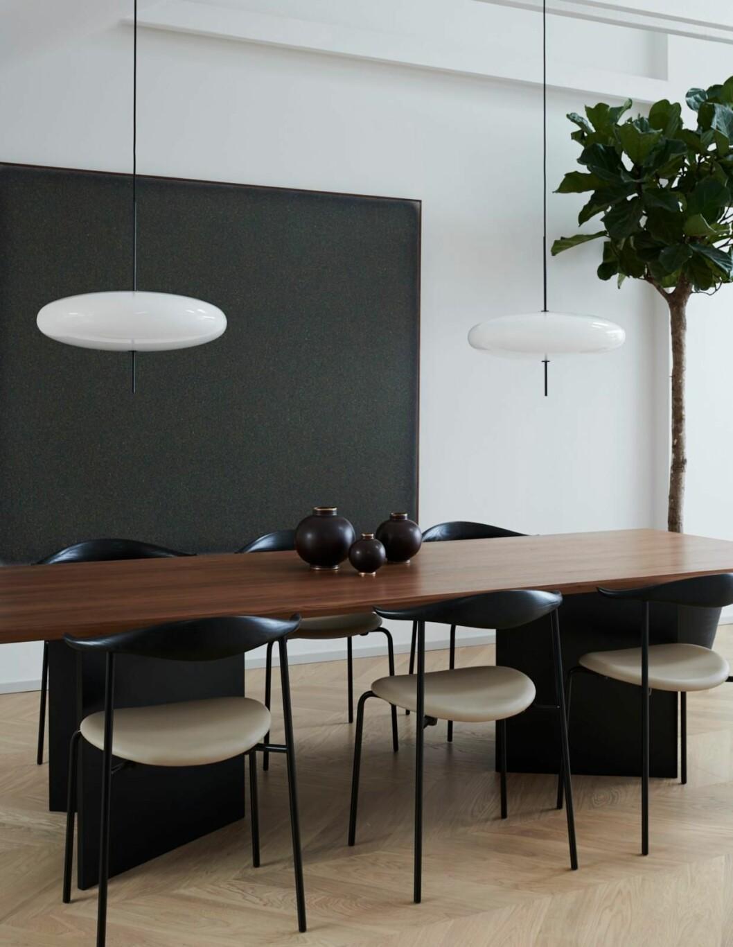 Claes Dalén inredare vindsvåning Stockholm Residence, matsal, träbord