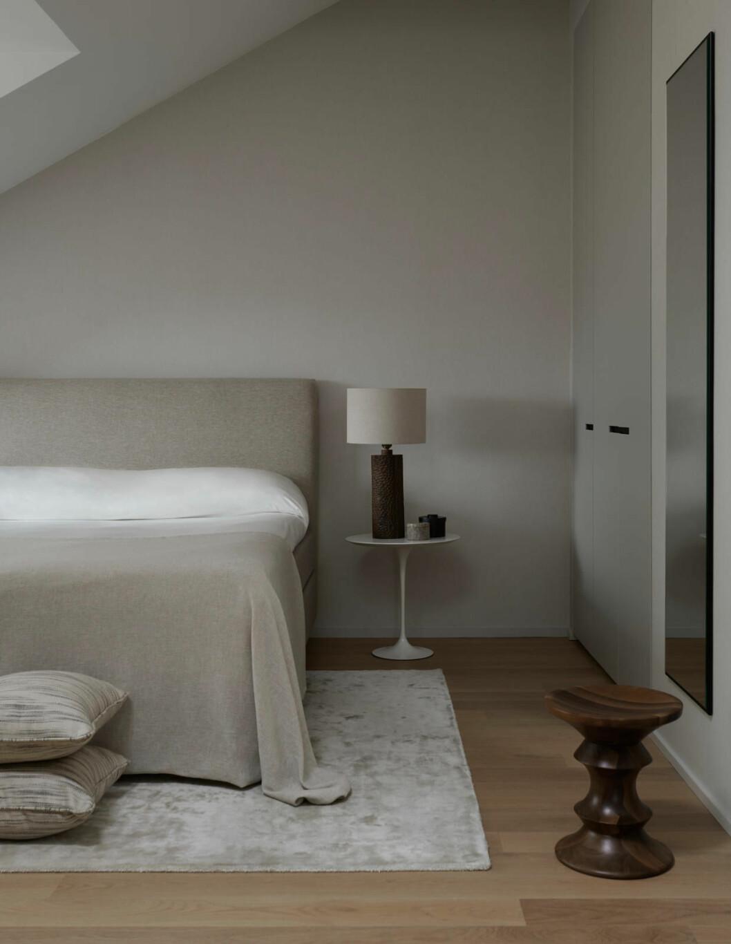 Claes Dalén inredare vindsvåning Stockholm Residence, sovrum i beige