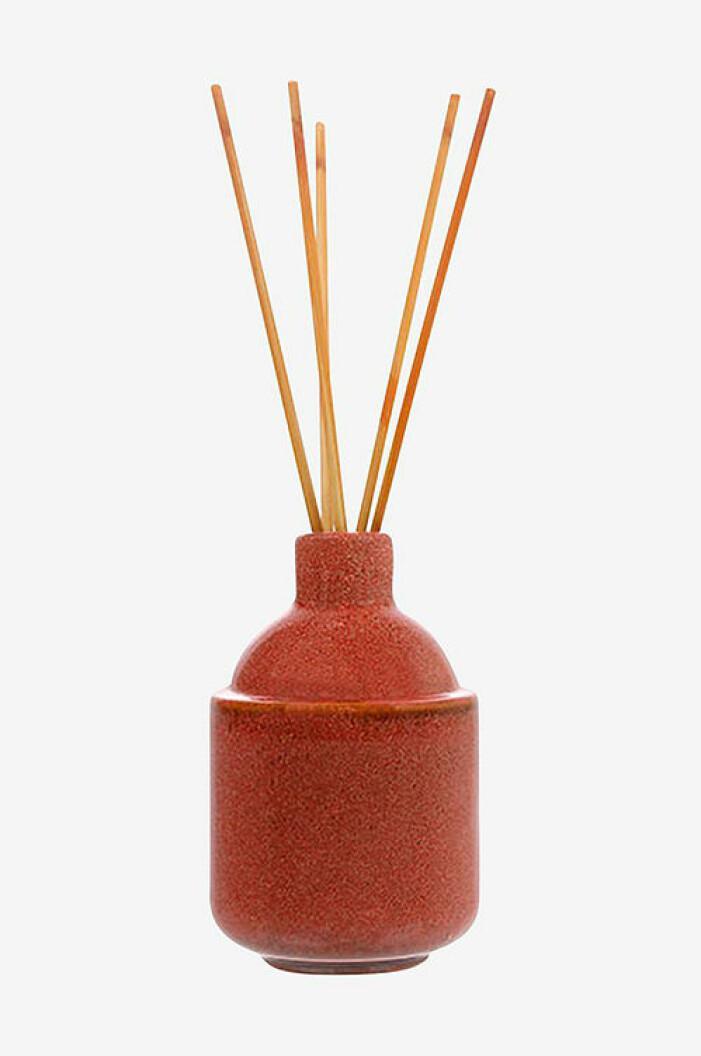 Rös vas med doftpinnar från HKliving