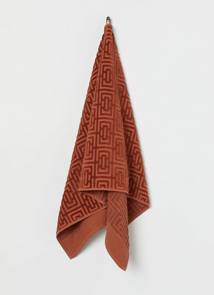 Roströd handduk från H&M Home