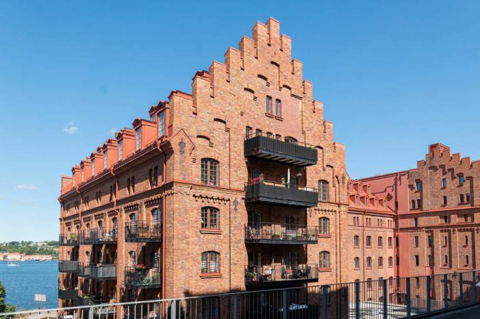 Etagelägenhet i Saltsjökvarn sex rum och balkong hus fasad