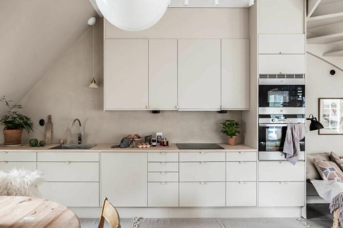 Etagelägenhet i Saltsjökvarn sex rum och balkong köket