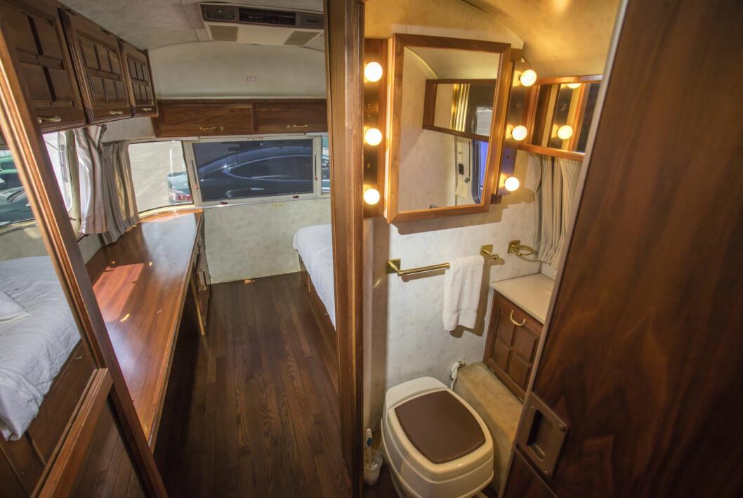 Tom Hanks husvagn sovrum och badrum.