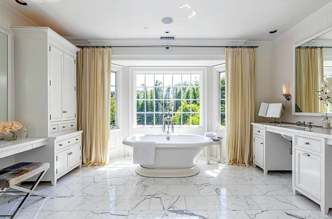 Master bathroom. Vilket lyxigt badkar!