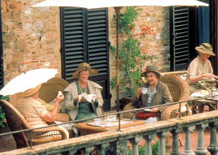 En scen ur filmen Tea with Mussolini.