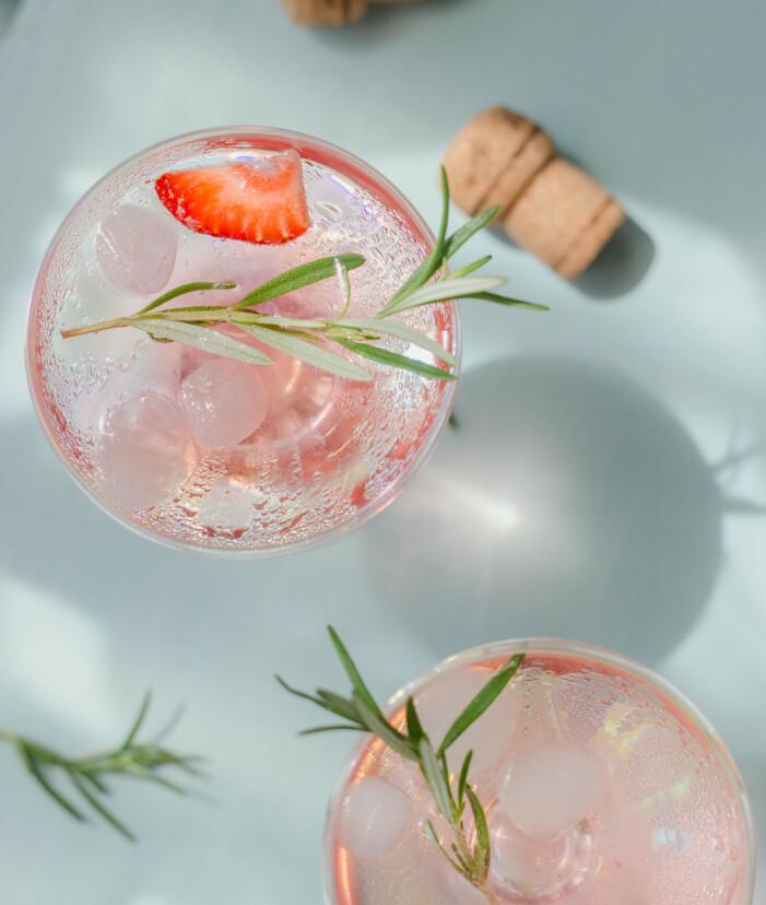 Rabarberbubbel som fördrink till midsommar