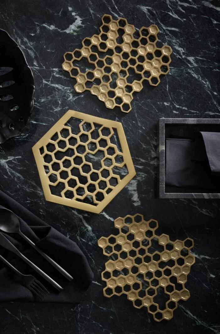 guldigt grytunderlägg i honungsform